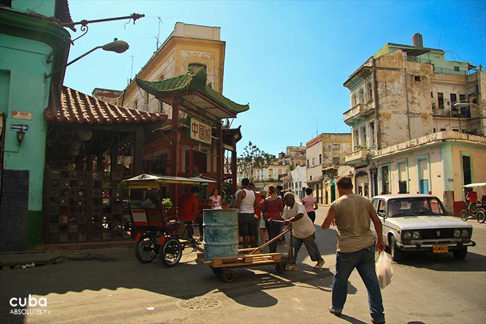 daily life in Chinatown© Cuba Absolutely, 2014