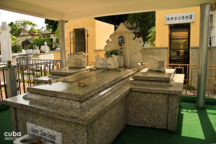 chinese cementery in New Vedado © Cuba Absolutely, 2014