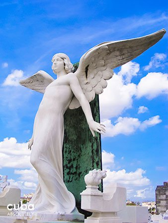 statue of an angel at Colon Cementery in Vedado© Cuba Absolutely, 2014