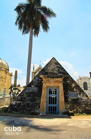 pyramidal shape tomb, Colon Cementery in Vedado© Cuba Absolutely, 2014