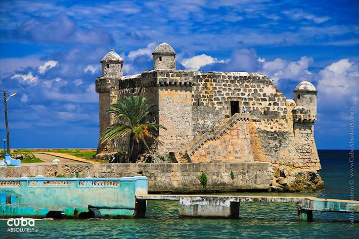 small fortress next to the sea in Cojimar © Cuba Absolutely, 2014