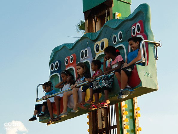 kids on a appliance at Coney Island park in Miramar © Cuba Absolutely, 2014
