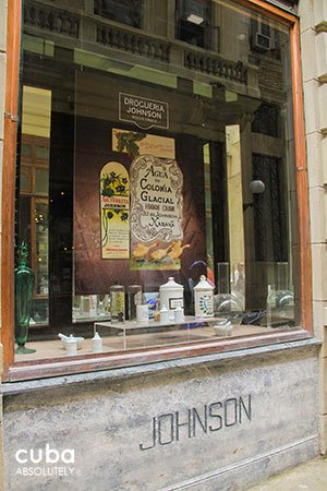 Jonhson Drugstore in Obispo street in old havana © Cuba Absolutely, 2014