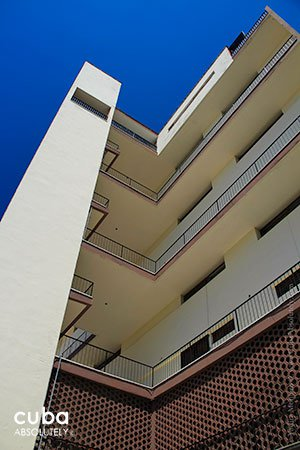 apartament building in 23 y 26 streets © Cuba Absolutely, 2014