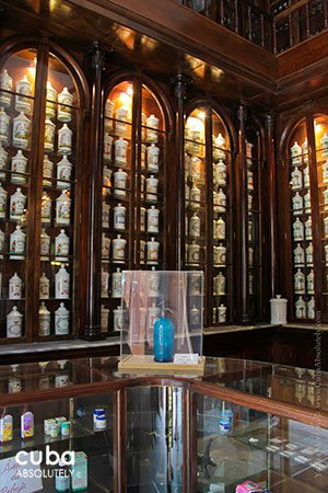 pharmacy Taquechel in old havana © Cuba Absolutely, 2014