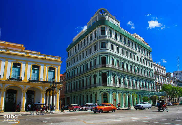 Saratoga hotel paint in green in old havana © Cuba Absolutely, 2014