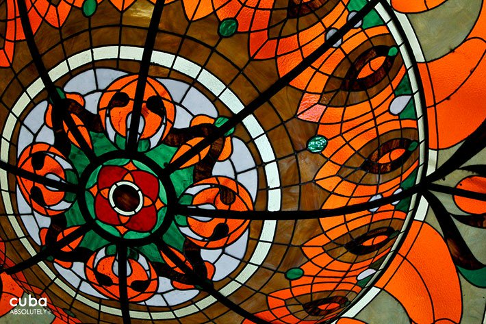 red Stained-glass window© Cuba Absolutely, 2014