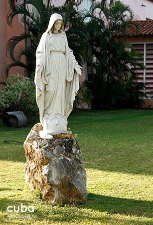 virgin statue at Santa Rita church© Cuba Absolutely, 2014