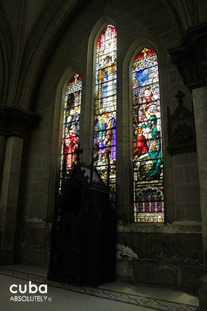 Stained-glass window at Sacred heart church© Cuba Absolutely, 2014