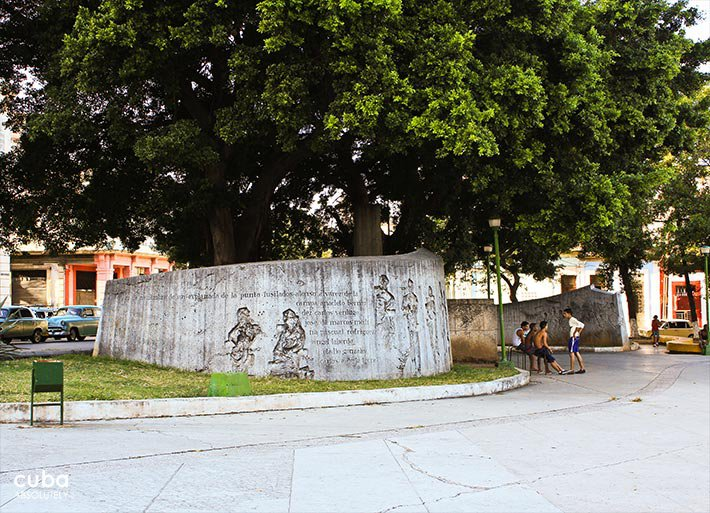 park with walls full of figures and signs © Cuba Absolutely, 2014
