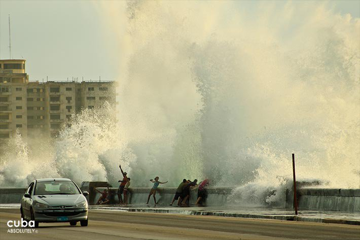 people taking a bath in a big wave at seawall © Cuba Absolutely, 2014