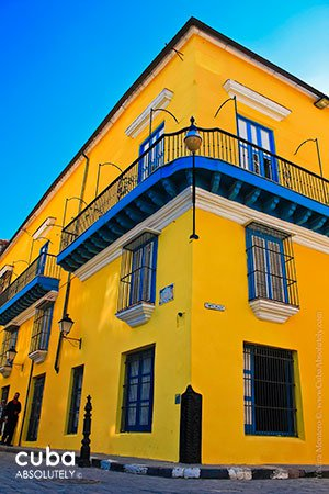 yellow front of Lombillo Count Palace © Cuba Absolutely, 2014