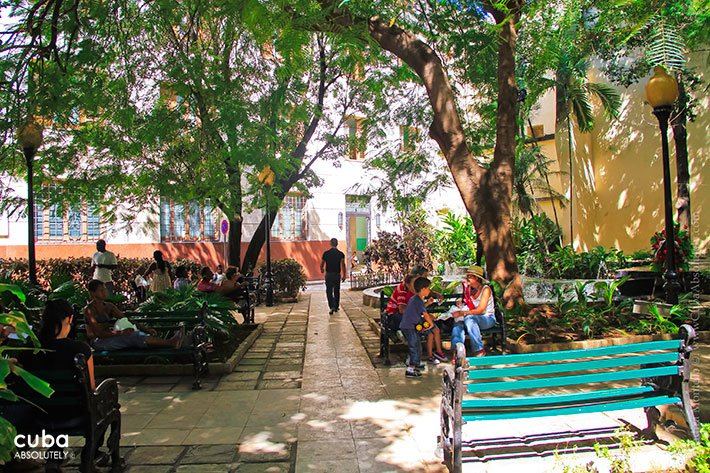 Rumiñahui Park in Mercaderes street in Old Havana© Cuba Absolutely, 2014