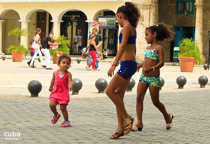 kids playing at Old Square in old havana© Cuba Absolutely, 2014