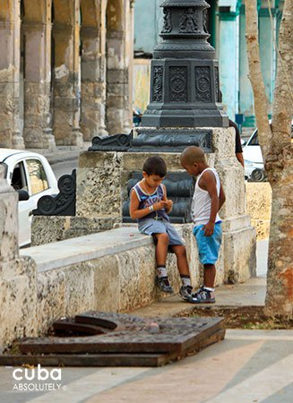 kids playing at Prado walk in old havana© Cuba Absolutely, 2014