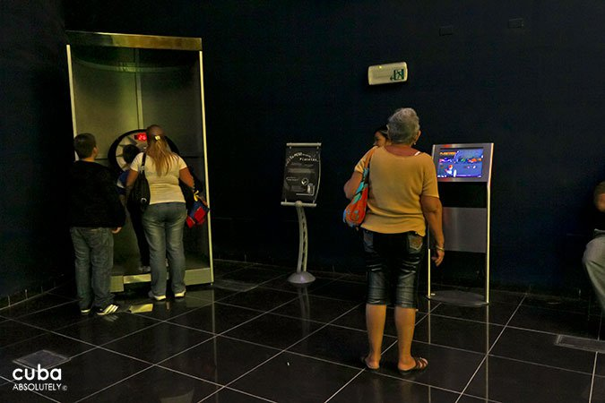 people at Planetario in old havana© Cuba Absolutely, 2014