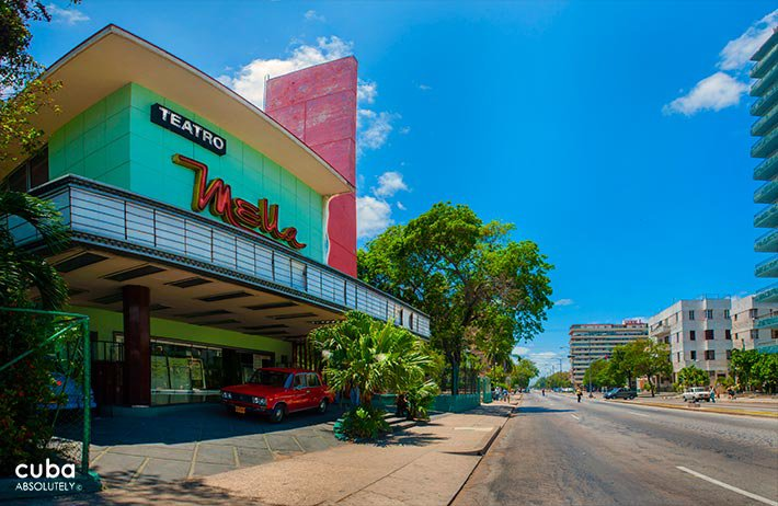 Mella theatre in Vedado painted in green with a red wall © Cuba Absolutely, 2014 - 2020