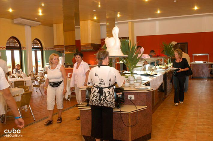 Restaurant at  Club Acuario © Cuba Absolutely, 2014 - 2020