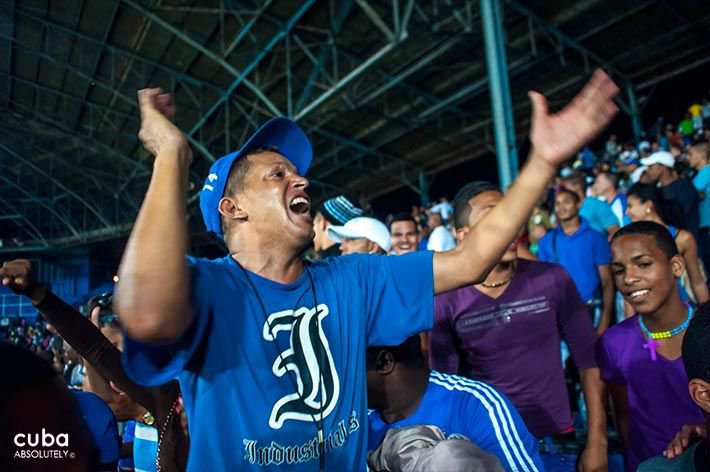 Baseball game at Stadium Latinoamericano © Cuba Absolutely, 2014 - 2020