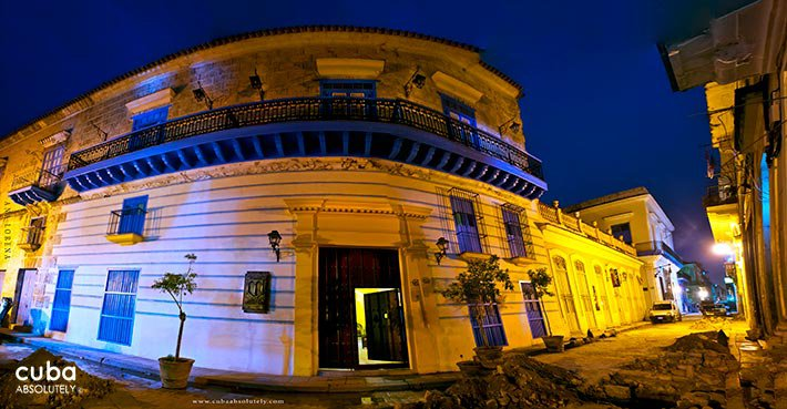 Beltran de Santa Cruz Hotel front at night © Cuba Absolutely, 2014 - 2020
