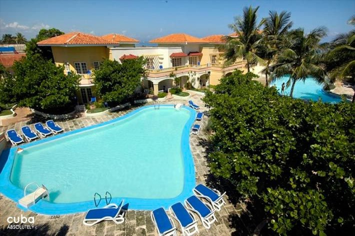 View of the pool at Comodoro Hotel in Miramar © Cuba Absolutely, 2014 - 2020