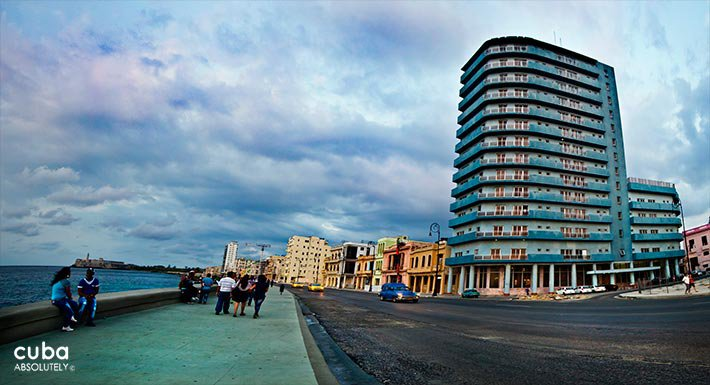 Seawall, people walking, Deauville hotel on the right, blue building © Cuba Absolutely, 2014 - 2020