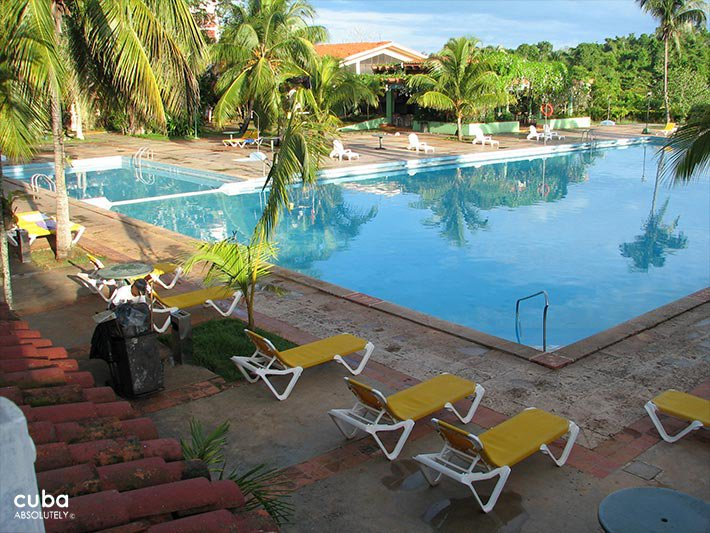 Pool at Las Yagrumas hotel  © Cuba Absolutely, 2014 - 2020