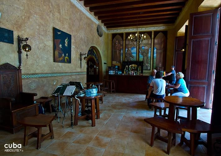 Los Frailes Inn in Old Havana, lobby  © Cuba Absolutely, 2014 - 2020