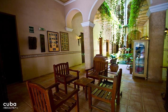 Los Frailes Inn in Old Havana, restaurant in the interior yard  © Cuba Absolutely, 2014 - 2020