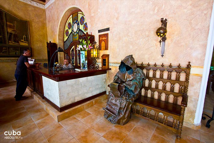 Lobby with a statue in bronze of a priest at Los Frailes Inn in Old Havana © Cuba Absolutely, 2014 - 2020