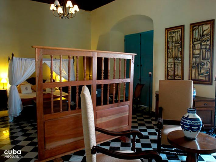 Marques del Prado Ameno hotel in Old Havana, room with wood furnitures © Cuba Absolutely, 2014 - 2020