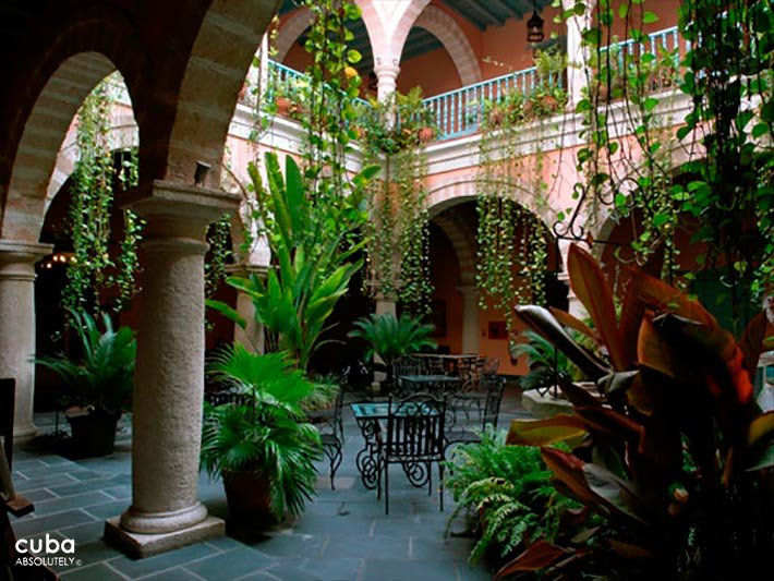 Marques del Prado Ameno hotel in Old Havana, interior yard © Cuba Absolutely, 2014 - 2020