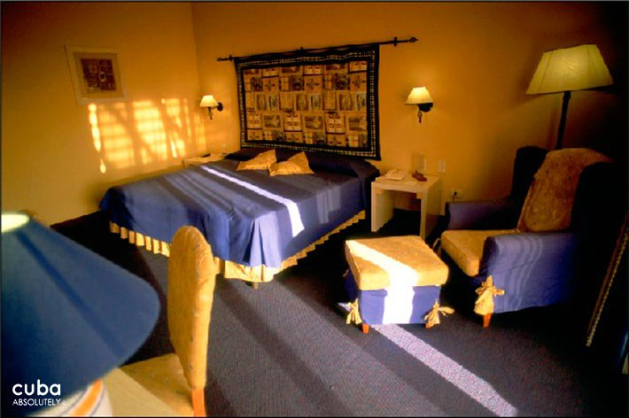 Occidental Miramar hotel, room in yellow and blue  © Cuba Absolutely, 2014 - 2020