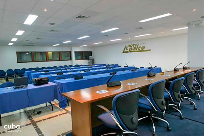 Palco hotel in Siboney, conference room with blue chairs © Cuba Absolutely, 2014 - 2020