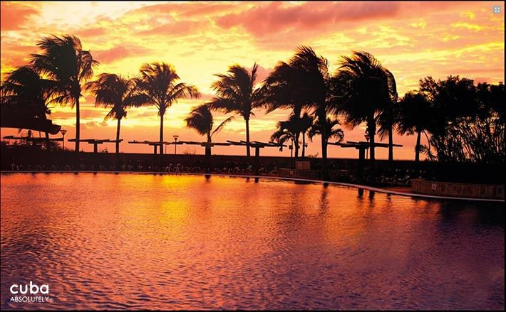 Panorama hotel in Miramar, pool at sunset © Cuba Absolutely, 2014 - 2020
