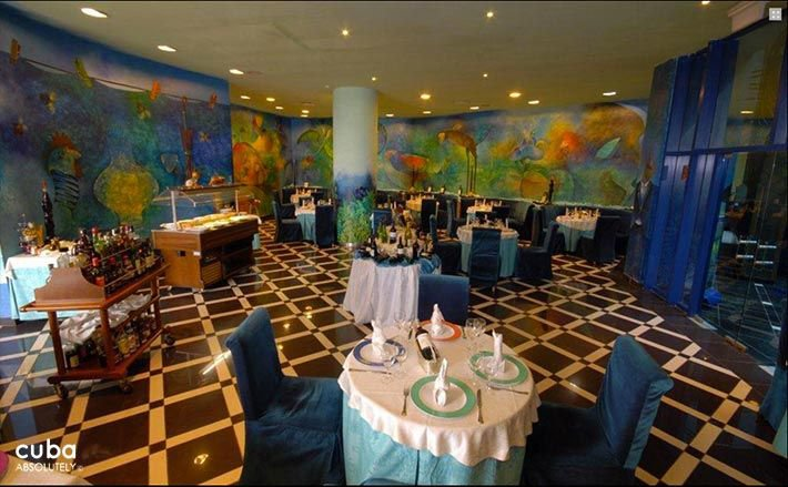 Panorama hotel in Miramar, restaurant with blue chairs  © Cuba Absolutely, 2014 - 2020