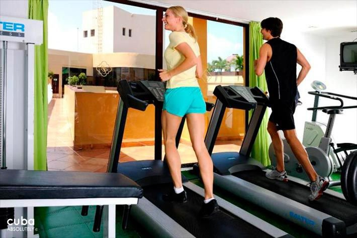 Parque Central hotel in Old Havana, girl with a blue short and boy dress in black at the gym © Cuba Absolutely, 2014 - 2020