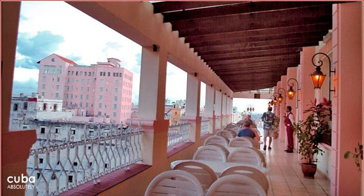 Plaza hotel in Old Havana, terrace on the top © Cuba Absolutely, 2014 - 2020