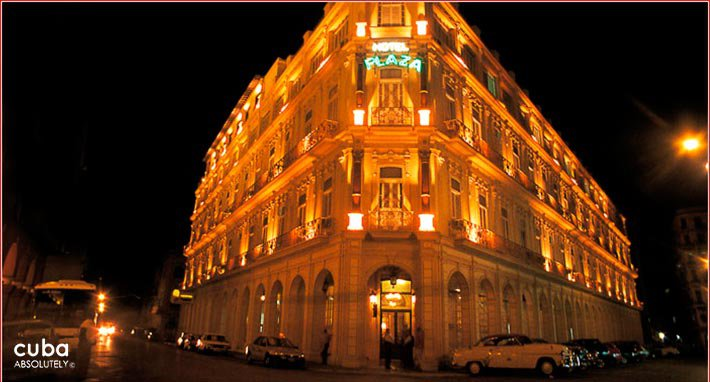 Plaza hotel in Old Havana at night © Cuba Absolutely, 2014 - 2020