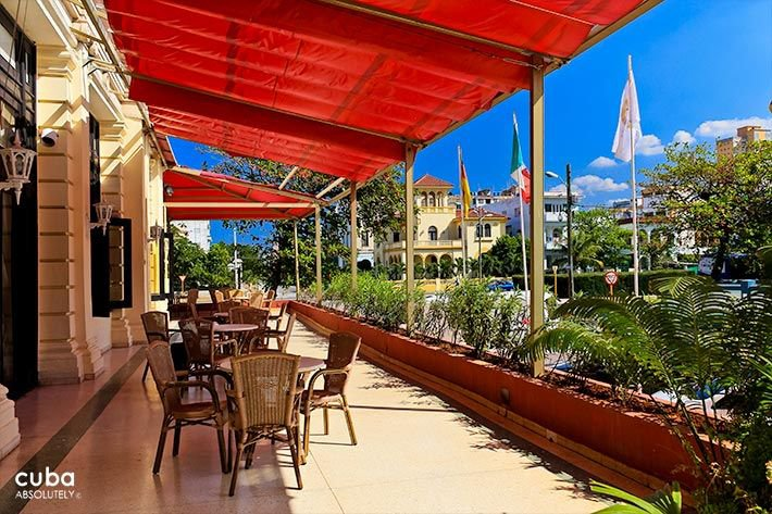 Presidente hotel in Vedado, terrace  © Cuba Absolutely, 2014 - 2020