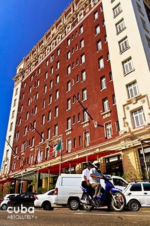 Presidente hotel in Vedado, front red and white building © Cuba Absolutely, 2014 - 2020