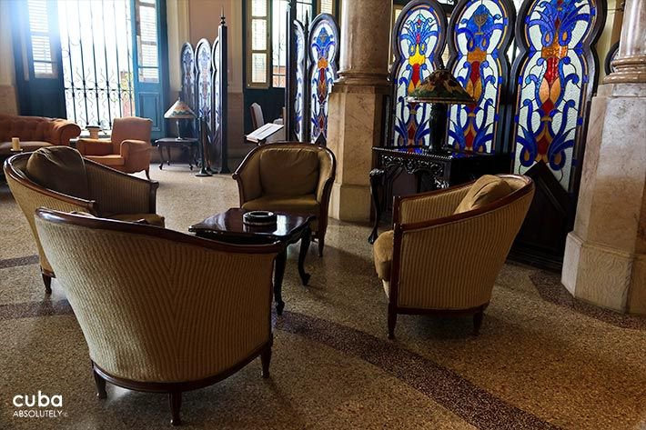 Raquel hotel in Old Havana, lobby with white couchs© Cuba Absolutely, 2014 - 2020