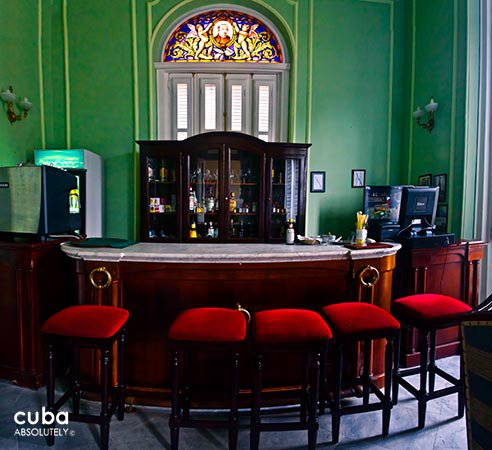 San Miguel hotel in Old Havana, bar in green with red chairs  © Cuba Absolutely, 2014 - 2020