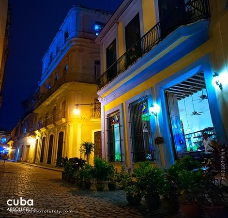 Tejadillo hotel in Old Havana, front at night © Cuba Absolutely, 2014 - 2020