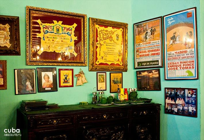 Valencia Hotel in Old Havana, awards in the green wall of the restaurant © Cuba Absolutely, 2014 - 2020