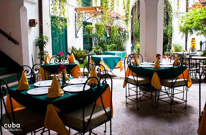 Valencia Hotel in Old Havana, restaurant in the interior yard © Cuba Absolutely, 2014 - 2020
