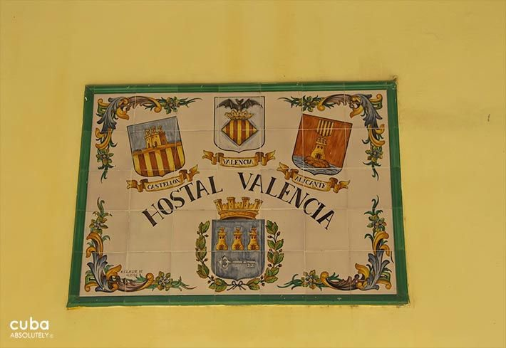 Valencia Hotel in Old Havana, sign on a yellow wall © Cuba Absolutely, 2014 - 2020