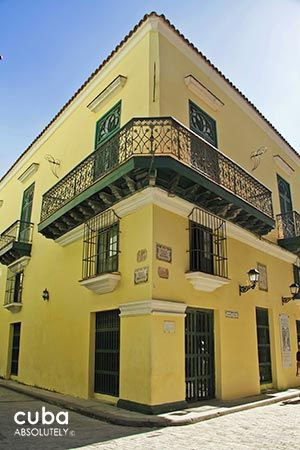 Valencia Hotel in Old Havana, front yellow walls © Cuba Absolutely, 2014 - 2020