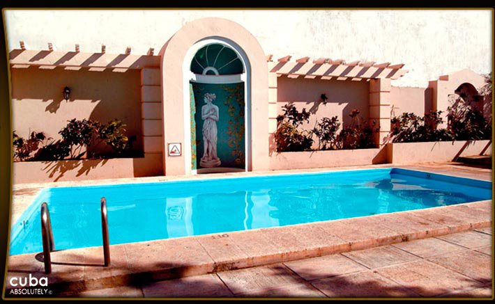 Victoria hotel, pool  © Cuba Absolutely, 2014 - 2020