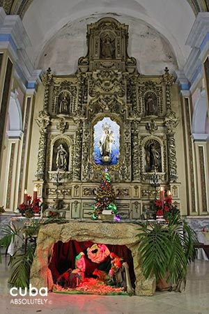 Carmen convent church, stained glass window and wood details, altar with the virgin and paints onthe walls © Cuba Absolutely, 2014 - 2020